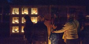 Urnenmuur: schilderijen Thea Bargeman