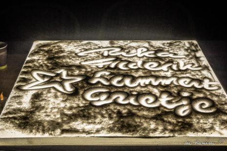 Namen schrijven in het warme zand